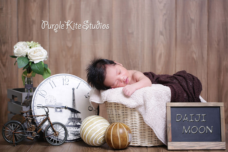 Daiji Moon @ 14 days old by Purple Kite Studios